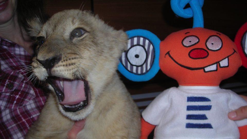 Lev Nelson s Ušounem Rušounem, maskotem Rádia Junior