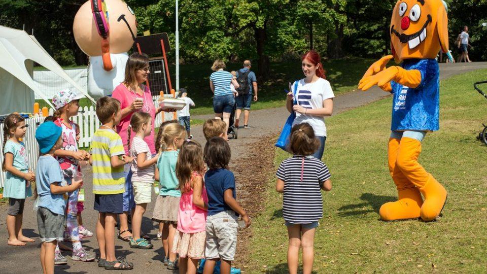 Dva Ušouni a spousta dětí na Letní Letné