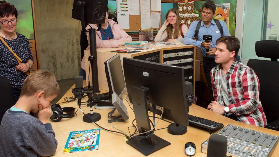 Návštěvníci mohli nakouknout i do studia Rádia Junior a potkat třeba moderátora Kubu Voříška.