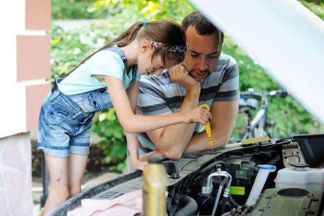 Láká vás opravování aut?