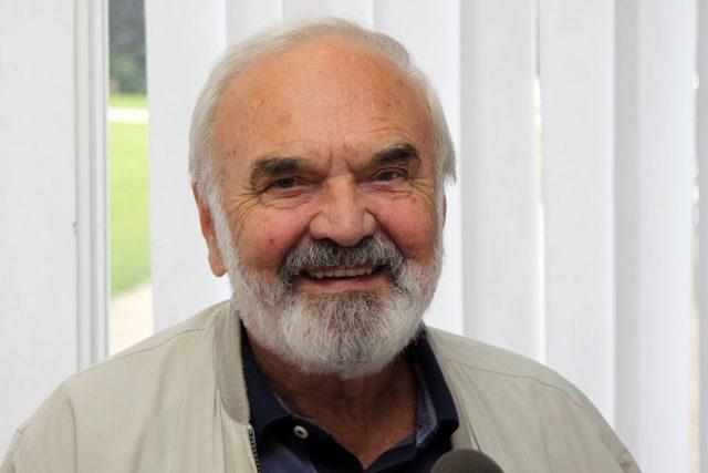 Zdeněk Svěrák dorazil nejen na festival v Karlových Varech, ale také do mobilního studia Radiožurnálu na Sadové kolonádě