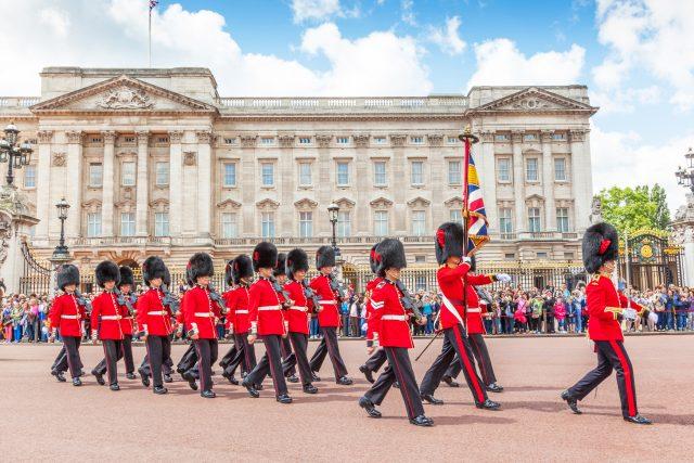 Střídání stráží před Buckinghamským palácem | foto: David Steele