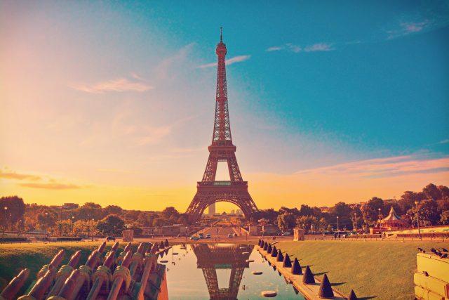 Slavná věž se tyčí v Paříži | foto: Shutterstock