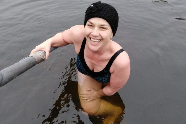 Jana Rychterová se zimy nezalekla a vrhla se do ledové Vltavy | foto: Osobní archiv Jany Rychterové