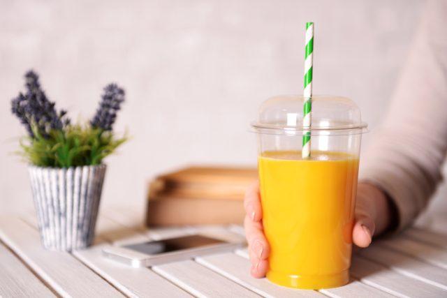 Existuje kelímek,  který promění vodu na limonádu? | foto: Shutterstock