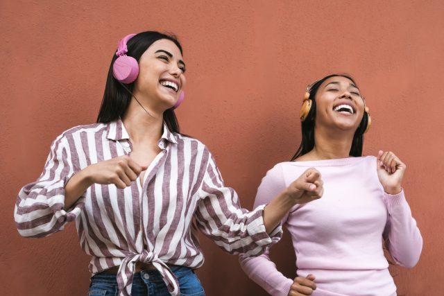 Při latinskoamerických rytmech nemůže nikdo zůstat sedět | foto: Shutterstock
