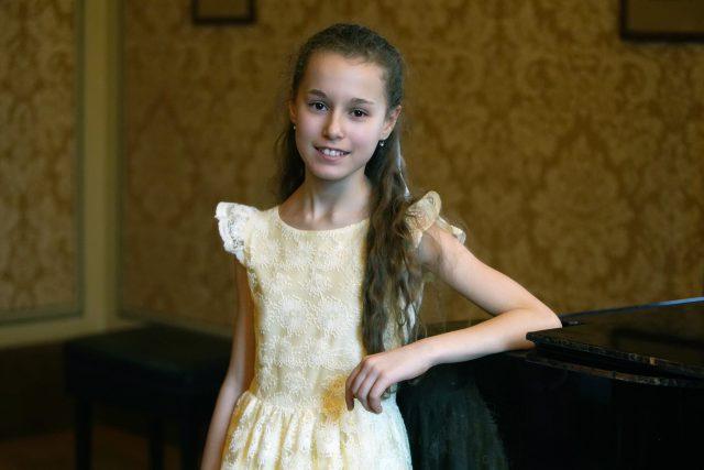 Nora Lubbadová je talentovaná klavíristka | foto: Zdeňka Hanáková