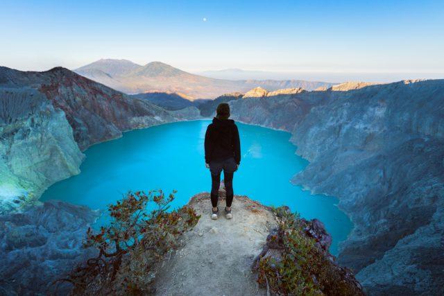 Nejkyselejší jezero světa je krásné, ale smrtící