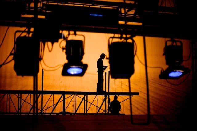 Osvětlovače na divadle asi neuvidíte,  ale bez něj byste nic neviděli | foto: Shutterstock