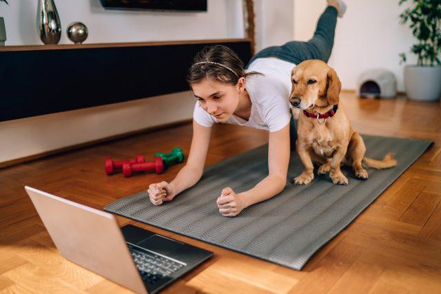 Cvičit jde i doma | foto: Shutterstock