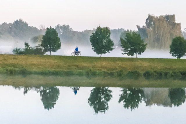 Cyklistika má čím dál tím víc příznivců | foto: Radek Kalhous,  MAFRA / Profimedia