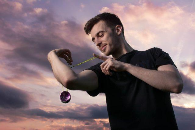 Yoyování je sport i umění. Robert Kučera je mistr Evropy