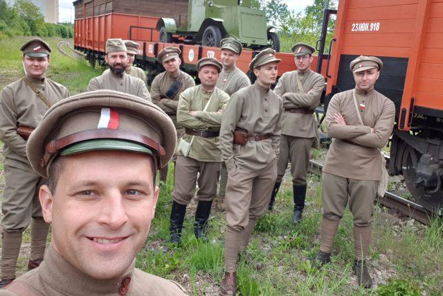 Miloš Borovička s přáteli v dobových uniformách | foto: Miloš Borovička